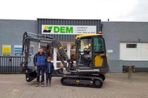 Homme Fennema uit Dronrijp heeft weer voor een Volvo minikraan gekozen